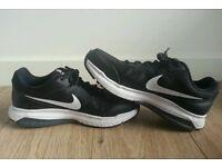 Women's Black Nike size 7 trainers.