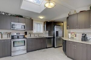 Priced to sell ! 1992 Renovated located in Parkland Village
