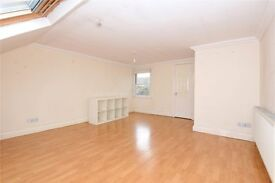 Short Let!!! Enormous Bedroom With En Suite Shower Available In Seven Sisters.