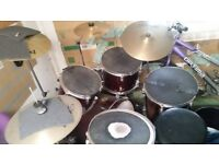 Pearl red STAGG drum kit (Accessories)
