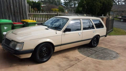 VH Commodore 308 4spd Wagon Green Point Gosford Area Preview