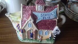 LEONARDO TEA POT - School house