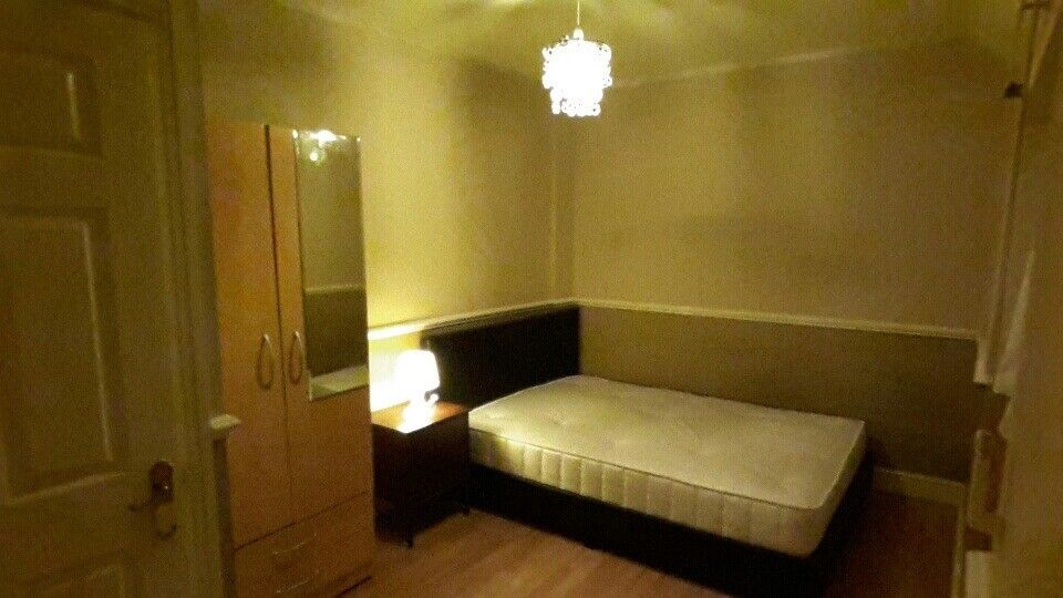 Spacious Double Room in a Lovely House for a Bangladeshi Person / Couple
