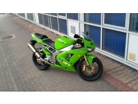 LOOK !! Very very clean low mileage ( 6000 miles ) zx6r 636