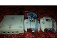 SEGA DREAMCAST CONSOLE WITH 2 CONTROLLERS AND SONIC ADVENTURE