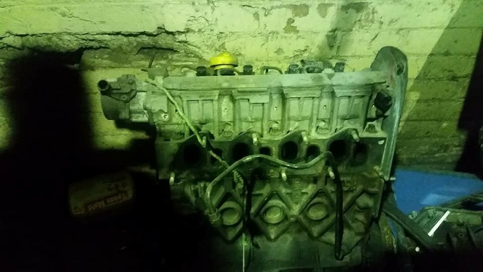 vauxhall vivaro/ trafic 1.9 cdti engine some parts missing £90