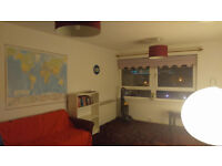 Room available in a centric location for students and people that work in the City of Glasgow.
