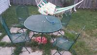 Iron patio set with 4 cushions