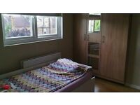 BEAUTIFUL LARGE ROOM WITH A SINGLE BED IN A SPLIT LEVEL MAINSONETTE