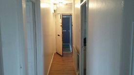 2 BEDROOM TOP FLOOR FLAT TO RENT ALEXANDRIA £450 PER MONTH