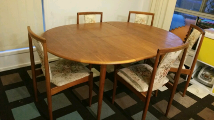 Rare Vintage T.H. Brown and Sons 6 piece Dining Table