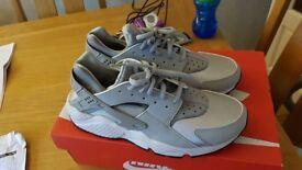 Women's Nike Air Huarache Run - Wolf grey Size 7