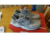 Women's Nike Air Huarache Run - Wolf grey Size 7