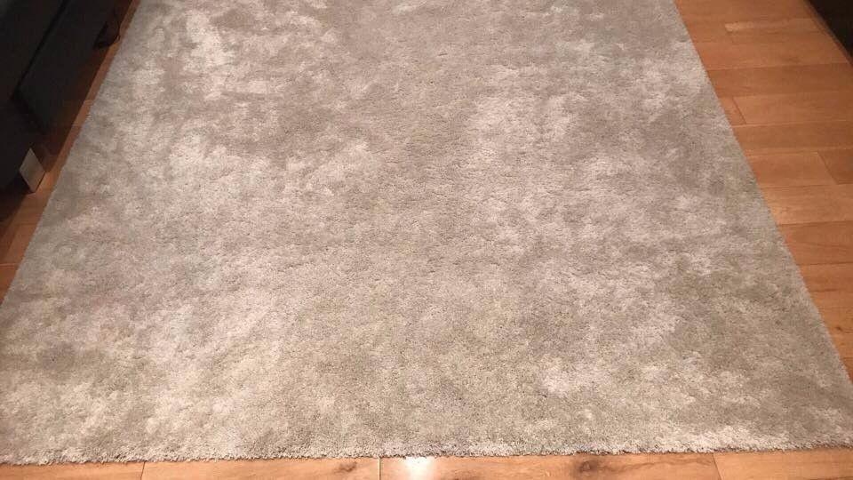 beautiful/ new beige rug 3m x 2m