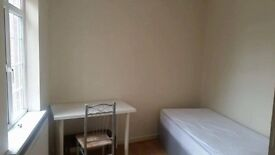 Double Room-1 min walk to Wanstead station(20 mins to central london by tube)central line