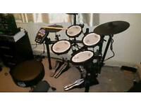 Roland td11kv drum kit + mapex seat double bass pedals