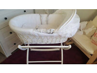 White Izziwotnot Moses Basket & Stand