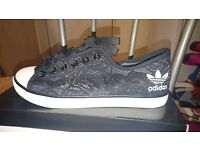 adidas pumps size 4