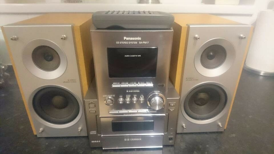 PANASONIC SA-PM17 5 CD CHANGER, TAPE PLAYER AND RADIO HI-FI STEREO SYSTEM