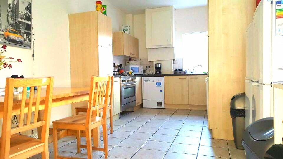 WELL PRESENTED DOUBLE ROOM SITUATED ON CITY ROAD, EDGBASTON