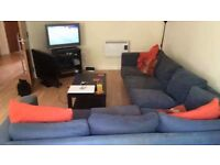 Spacious beautiful 2 bedroom flat to share.