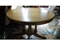 Round dining table,oak,extendable,carved,leg,105-145cm,Very good condition