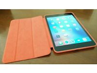 iPad Mini 2 - Retina - 32GB - almost perfect condition; Product Red leather smart case; Logitech kb