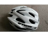 B'TWIN Road BH500 cycle helmet . Hardly used. Head size 57-61cm