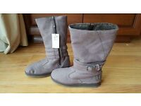 DC fabric boots size 4