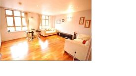 Two Bed Towncenter Modern Flat - Near Grey Friars Church, 5 min to Reading Mainline Station