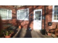 2 bed flat to let Molescroft Beverley Spacious lounge, shared courtyard garden, close to town centre