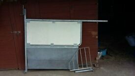 Telescopic Dividing partition for horse box