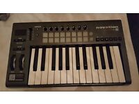 NOVATION LAUNCHKEY 25 MIDI CONTROLLER/KEYBOARD