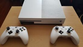 XBOX ONE S with 2 controlers
