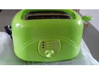BRAND NEW IN BOX 2 SLICE LOVELY LIME GREEN TOASTER