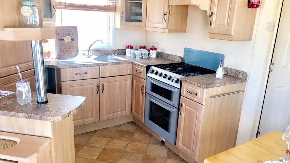Caravans / Holiday homes for sale, by the seaside in essex!