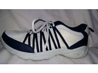 Sports men's shoes, size 9, clean, very good condition.