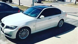 "2011 BMW 328i x-drive  --""sports pkg""low km""--""clean carproof"""