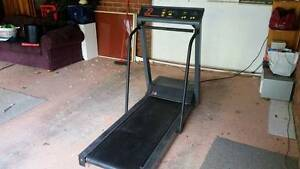 Commercial Treadmill - Landice 8700 Curtin Woden Valley Preview