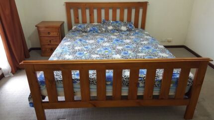 Moving out FREE ITEM: Queen size bed with Mattress.