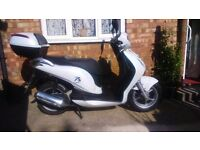 Honda pes 125cc twist and go, immaculate condition, just under 2500 miles