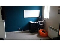 2 bed flat chadwell heath/marks gate