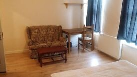 MASTER BEDROOM FOR SINGLE PERSON LEYTON E15 2BY