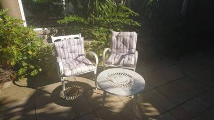 Rare set Retro rustic white outdoor setting chairs and table
