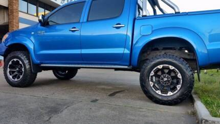 50MM LIFT KIT FOR YOUR HILUX $1750.00 INSTALLED. BRISBANE!!!
