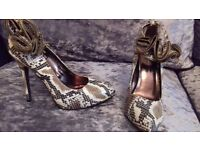 Stunning Snake Ankle Shoes Size 6 Brand New