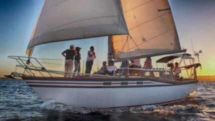 34 foot deck saloon yacht
