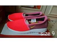 Nike roshruns slip on size 9