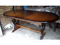 Carved dining table,extendable,oak,carved edge,stable,150-180cm,VGC,worth to have a look, no chairs