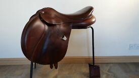 "Stunning Bates Cair 17.5"" saddle"